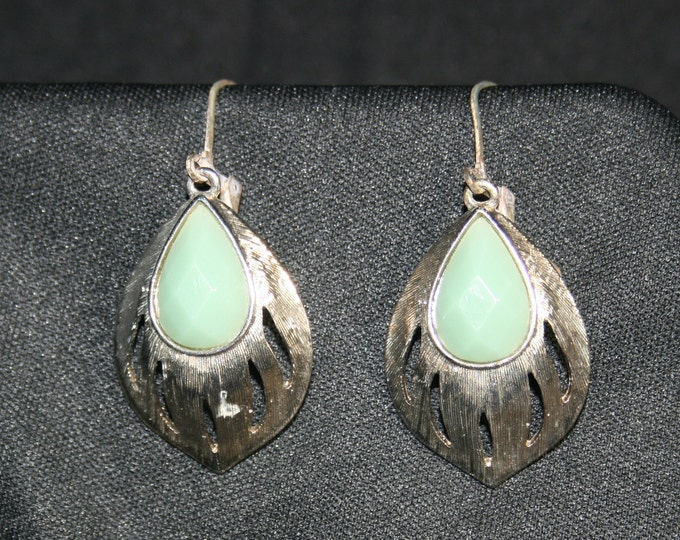 Vintage Green Cabochon Drop Earrings Costume Jewelry Dangle Earring Green Cabochon Silver Tone Metal Jewelry
