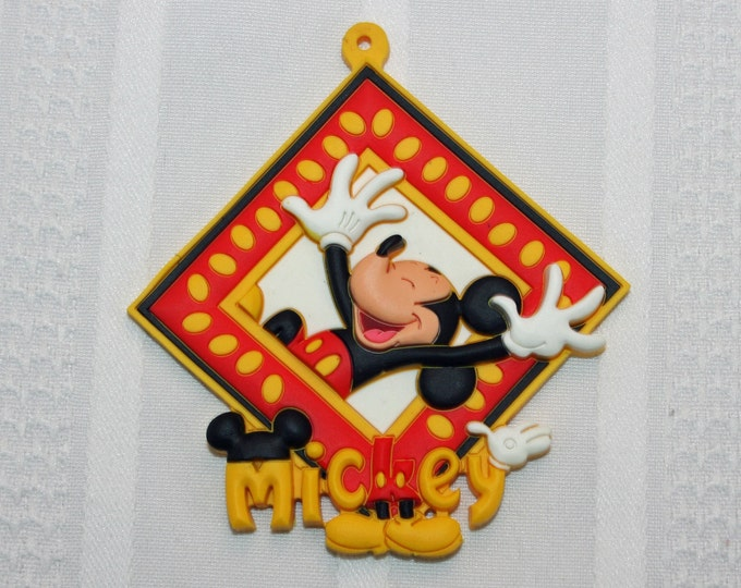 Disney Mickey Mouse Novelty Tag Key Ring PVC Rubber Die Cut Key Chain Luggage Backpack Bag Tag Magnet Face Disneyland WDW Walt Disney World