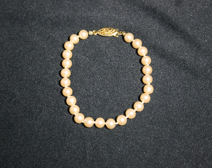 Vintage Pearl Bead Bracelet with Gold Clasp Wedding Jewelry Bride Bridesmaid Flower Girl Beaded Bracelet Pearls Date Night