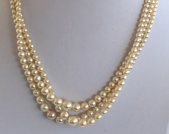 Beautiful Victorian style Vintage triple pearl necklace