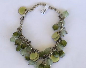 A vintage silvery link bracelet with chalcedony beads