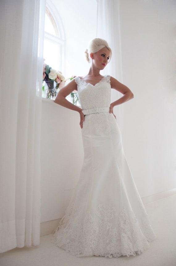 House Of Mooshki Original Unworn Unreleased Sample Lace Illusion Ivory And Tulle Fishtail Wedding Dress With Straps