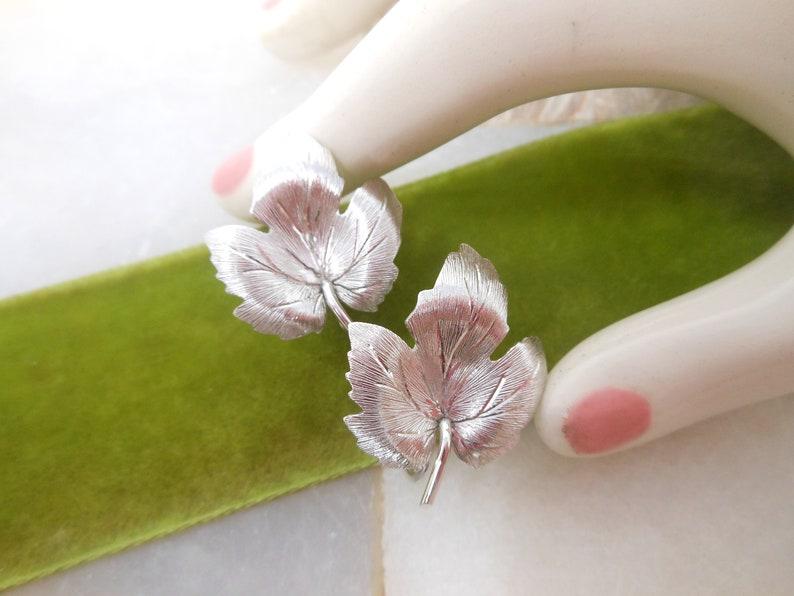 Vintage KREMENTZ Leaf Earrings Gold Overlay Screw Back Minimalist Jewelry Gift Mid Century VivianJoel.com