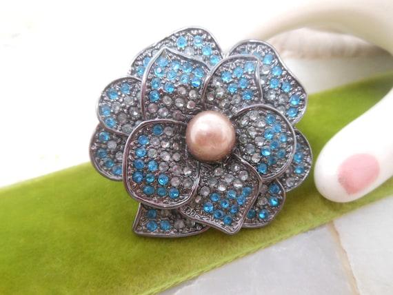 Vintage Rhinestone Flower Pin Brooch Pansy Blue E… - image 1