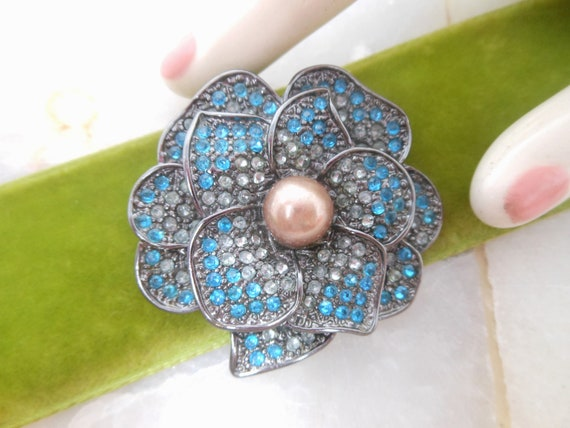Vintage Rhinestone Flower Pin Brooch Pansy Blue E… - image 2