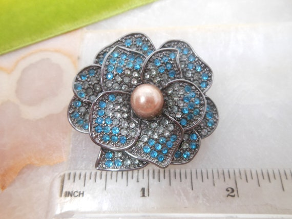 Vintage Rhinestone Flower Pin Brooch Pansy Blue E… - image 5