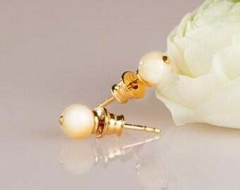 White amber stud earrings ROYAL WHITE
