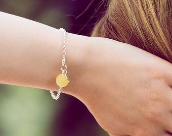 Minimalist bracelet with Matte Yellow Amber LEMON