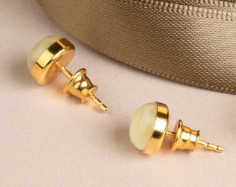 Round Studs MARCIPANO with White Amber