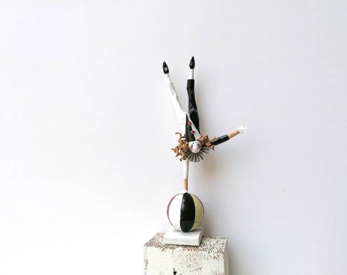 Acrobat paper mache 34 cm height, balancer figure, clown collection, paper sculpture, artistic clown, unique piece, circus toy