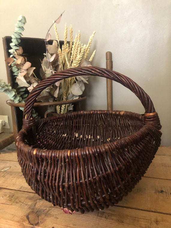 Vintage handmade wicker basket - Large old wicker