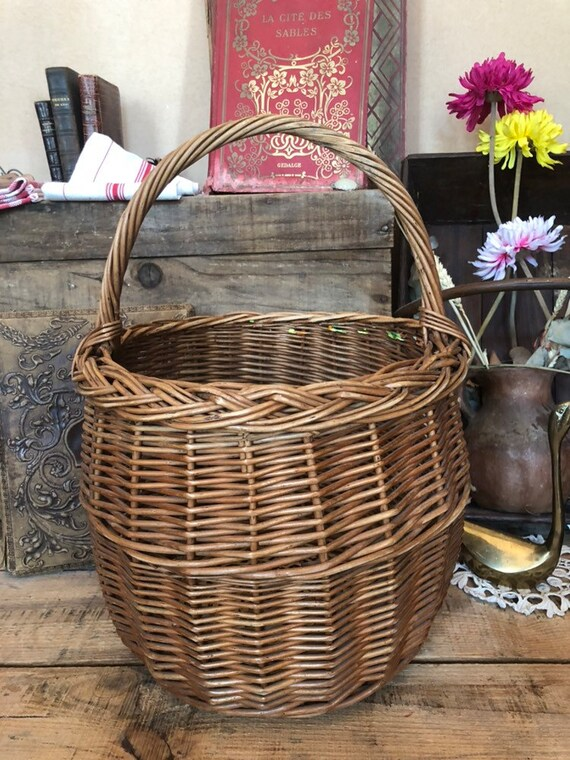 Rustic wicker basket - Large old wicker basket - v