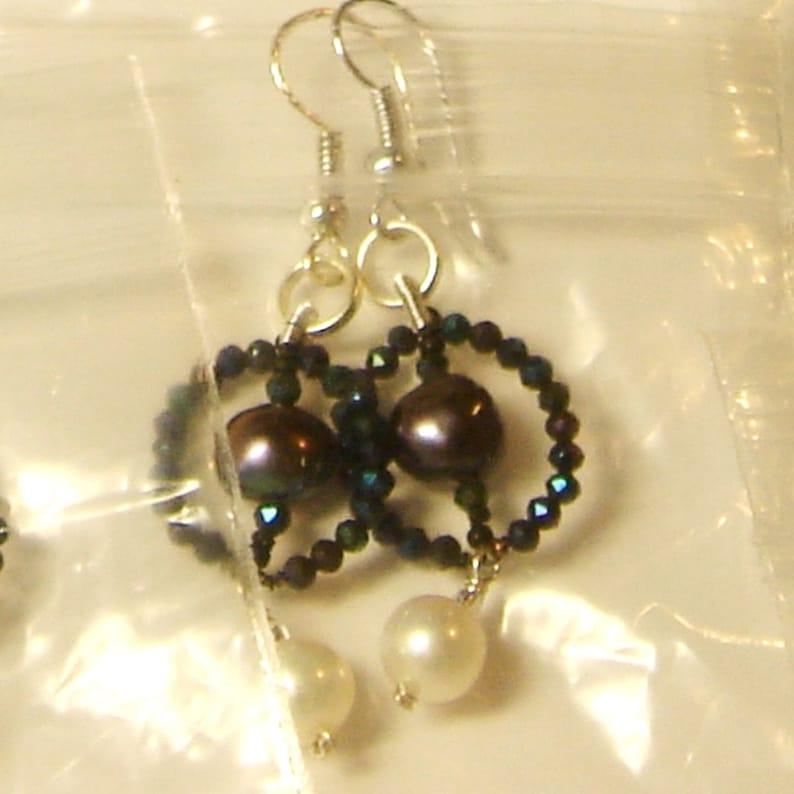 Pearl earrings in black /& white wi  black spinel .