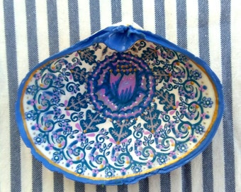 Hand painted Sea Shell - Purple flower