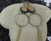 Ethnic style earrings, light and elegant.