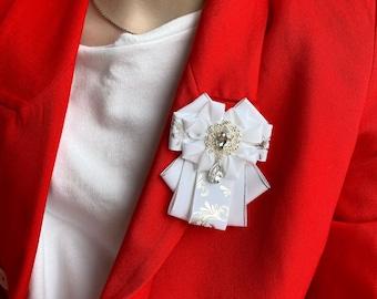 White orden brooch. Handmade bow brooch. Dress handmade brooch.