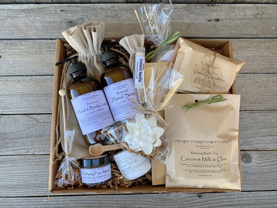 Mom Birthday Gift Box, Organic Spa Gift Set, Birthday Gifts For Her, Home Spa Gift Basket, Pamper Gift Box, Gift Baskets For Women