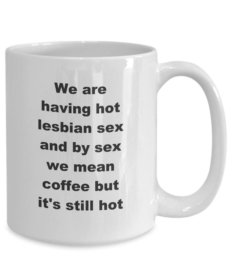 Sur Porn300. Une mamie lesbienne bien chaude visualisation Une lesbienne sexy qui lèche de la chatte.