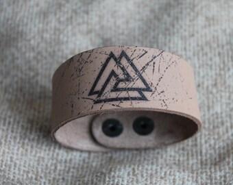 Leather bracelet. Valknut. Norse art. Odin.