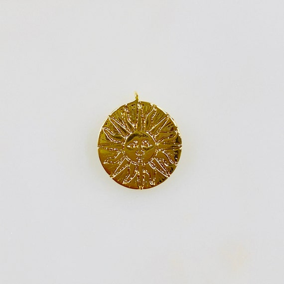 1 Piece Gold Plated Sun Face Charm Coin Medallion Round Charm Sun Face With Rays Loop In Back
