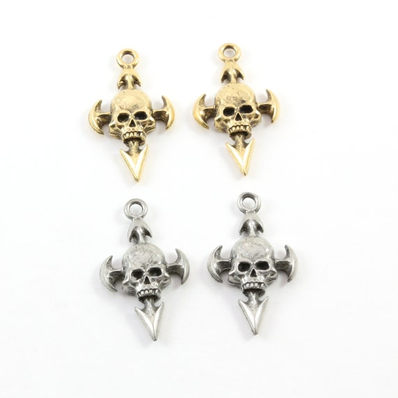 Pewter Skull with Arrows Pendant Halloween Skeletons Day of the Dead Charm in Antique Gold, Antique Silver