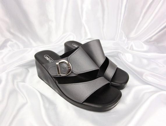 COOL 90'S VINTAGE silver & black square-toe slip-o