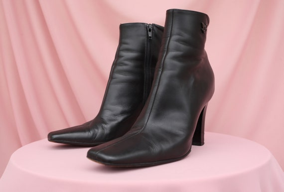VERSACE LEATHER BOOTS / Block heel square-toe / 90