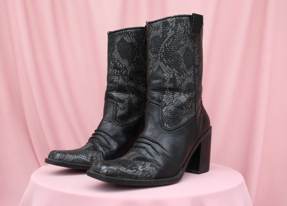 CHUNKY BLOCK HEEL square-toe cowboy boots / 90's /