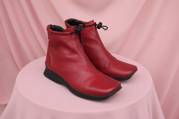 CHUNKY SQUARETOE 90S boots with  RUBBER sole/ club