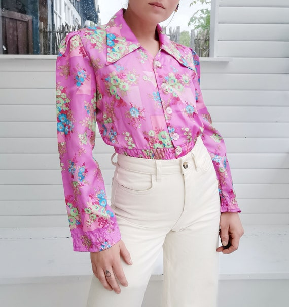 Cute little pink 80's vintage shirt with multi-col