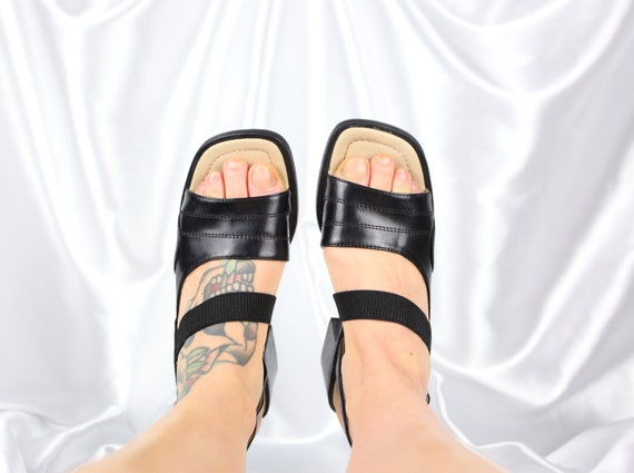 90'S SQUARE TOE sandals / block heel sandals / low