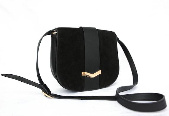 CUTE LITTLE BLACK shoulder bag /  gold buckle / ad