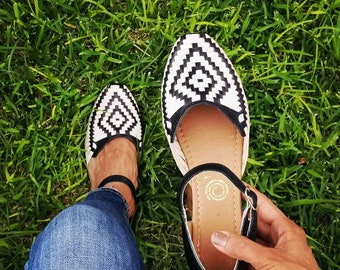 Huarache Sandal ~ All Sizes Boho- Hippie Vintage ~ Mexican Style ~ Colorful Leather ~ Mexican Huaraches