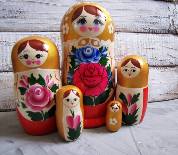 Red Russian Doll and Black Wood//Wooden Bracelet-Cute