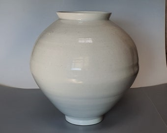 Handmade Wood-fired Korean Baekja White Porcelain Moon Jar (달 항아리)