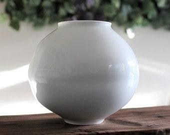 Handmade Small Korean Baekja White Porcelain Moon Jar (달 항아리)