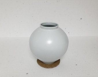 Handmade Korean Matte Baekja White Porcelain Moon Jar (달 항아리)