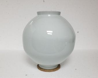 Handmade Korean Baekja White Porcelain Moon Jar (달 항아리)