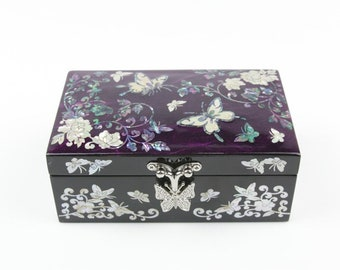 Handmade Korean Wooden Najeon Chilgi Jewerly Box Inlaid with Nacre, Mother of Pearl, Hanji and Butterfly Patterns