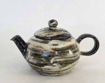 Handmade Korean Charcoal-Fired Gwiyal (Hakeme) Teapot