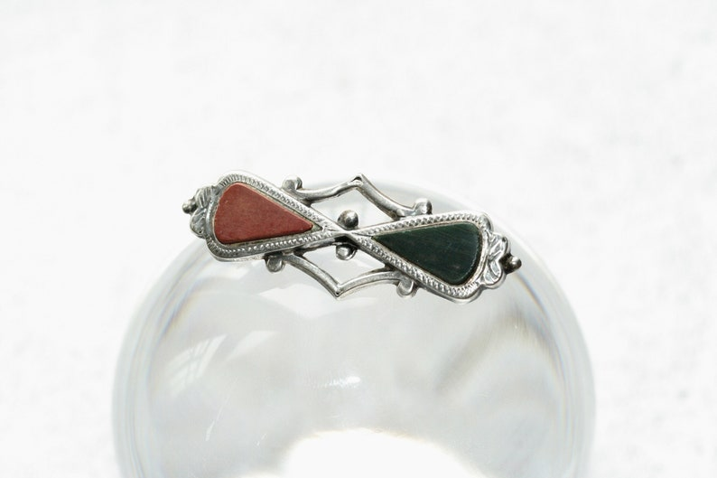 Antique Victorian or Edwardian Scottish sterling silver engraved brooch with agate hardstone inlay