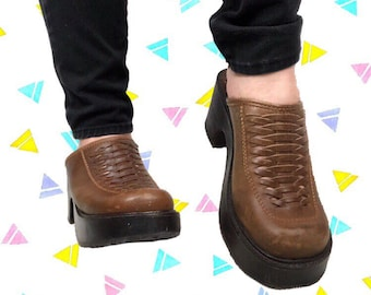 737c69594a2 Steve Madden Carsyn Vintage 90s   Y2K Brown Leather Platform Slip-On Sandals    Mules