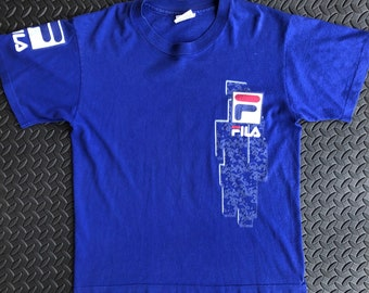 497016d5fc22 Vintage 90s Fila Basketball T shirt