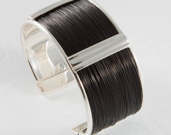 Bracelet made with natural giraffe hair and sterling silver. Spectacular natural giraffe hair bracelet, handmade craft.