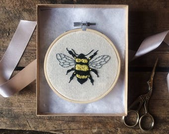 Bee- Hand Embroidered, embroidery hoop home decoration- gift- embroidery hoop- luxury gift wrap included in price-