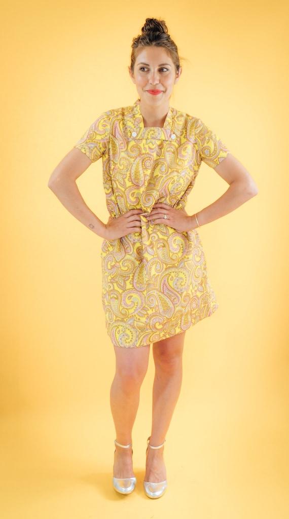 Yellow Paisley Print 60s Shift Dress - image 2