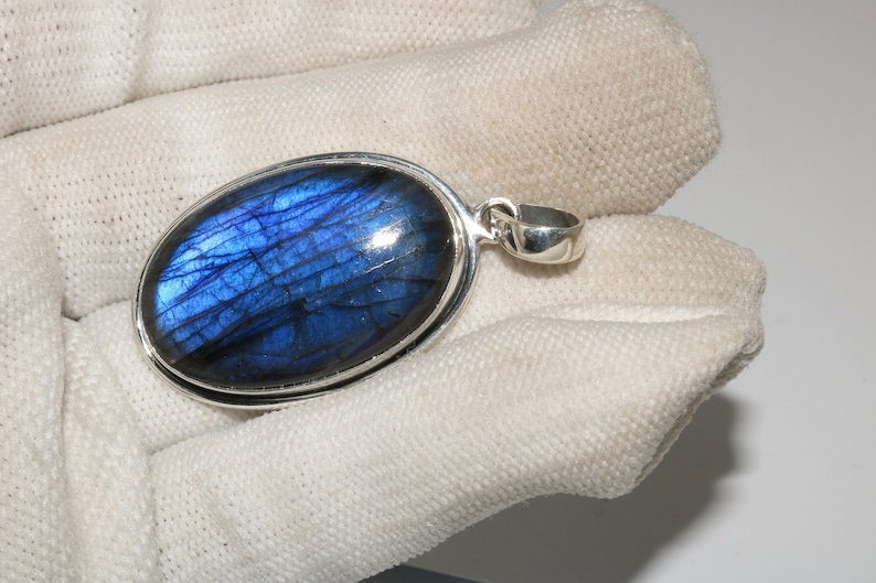 61.55 Crt 925 Sterling Silver Gemstone Oval Shape Pendant Labradorite-Pendant-Amazing Labradorite Stone Quite Large With A Beautiful 35X34MM