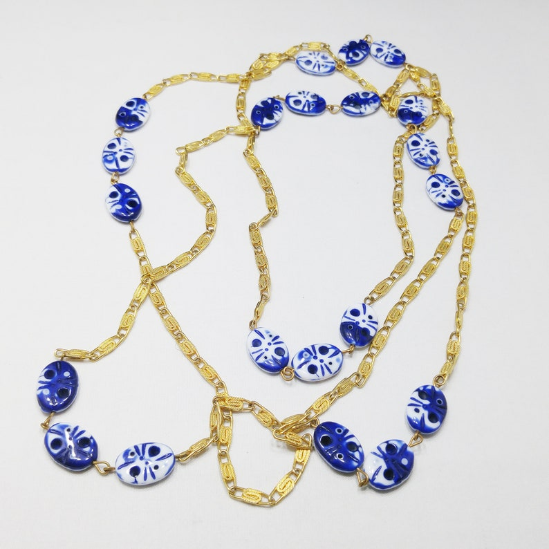 1970s Vintage Jewelry Layering Chain Gold Links Blue /& White Glass Beaded Necklace