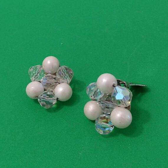 60/'s Estate Vintage Japan Signed Cluster Clip-On Earrings Iridescent Beads Clip On Earrings Fashion Jewelry Costume Jewelry