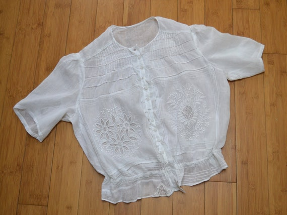 Boho romantic antique white blouse, embroidered 20